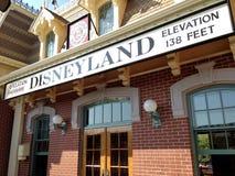 Σημάδι στο σιδηρόδρομο σε Disneyland Στοκ Εικόνες