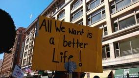 Σημάδι συνάθροισης «μιας καλύτερης ζωής» απόθεμα βίντεο
