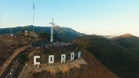 Σημάδι της πόλης Coron στο λόφο Σταυρός σε έναν λόφο, Coron, Φιλιππίνες, Palawan Busuanga απόθεμα βίντεο