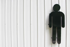 Σημάδι τουαλετών με ειδικές ανάγκες ατόμων στον τοίχο Στοκ Φωτογραφία