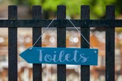 Σημάδι τουαλετών, λουτρών ή χώρων ανάπαυσης Στοκ Φωτογραφία