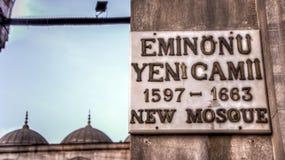 Σημάδι του νέου μουσουλμανικού τεμένους Ιστανμπούλ Yeni Cami Στοκ φωτογραφία με δικαίωμα ελεύθερης χρήσης
