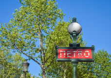 σημάδι του Παρισιού μετρό &tau Στοκ Φωτογραφία