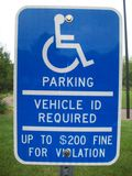 Σημάδι χώρων στάθμευσης αναπηρίας Στοκ Εικόνες