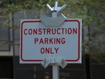 Σημάδι χώρων στάθμευσης κατασκευής Στοκ Φωτογραφία