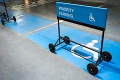 Σημάδι χώρων στάθμευσης προτεραιότητας στοκ φωτογραφία