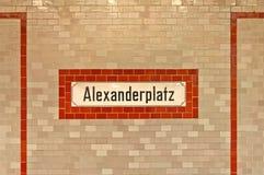 Σημάδι Alexanderplatz στο σταθμό u-απαγόρευσης στο Βερολίνο Στοκ Εικόνα