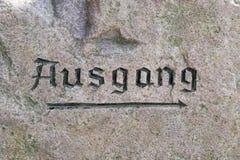 Σημάδι Ausgang στην επιφάνεια ενός βράχου Στοκ Εικόνες