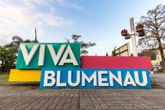 Σημάδι Blumenau στο γερμανικό του χωριού πάρκο Santa Catarina Στοκ Φωτογραφία