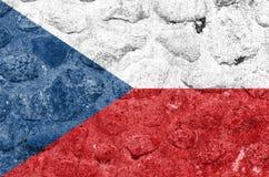 Σημαία Δημοκρατίας της Τσεχίας σε έναν τοίχο πετρών ελεύθερη απεικόνιση δικαιώματος