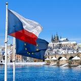 Σημαία, κάστρο της Πράγας και μικρότερη πόλη, Πράγα, Τσεχία Στοκ φωτογραφίες με δικαίωμα ελεύθερης χρήσης