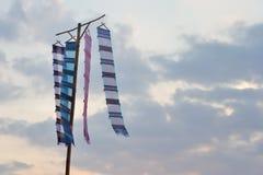 Σημαία κάτω από τον ουρανό Στοκ Εικόνες