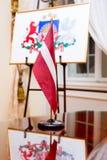 σημαία Λετονία παλτών όπλων Στοκ φωτογραφία με δικαίωμα ελεύθερης χρήσης