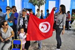 σημαία παιδιών που κρατά τ&omicron Στοκ φωτογραφίες με δικαίωμα ελεύθερης χρήσης