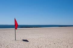 Σημαία προειδοποίησης σε μια παραλία Στοκ Εικόνα
