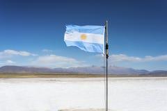 Σημαία στις αλυκές Grandes σε Jujuy, Αργεντινή. στοκ εικόνες με δικαίωμα ελεύθερης χρήσης