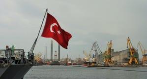 Σημαία στο σκάφος στο λιμένα Στοκ εικόνες με δικαίωμα ελεύθερης χρήσης