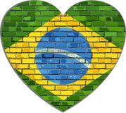 Σημαία της Βραζιλίας σε έναν τουβλότοιχο στη μορφή καρδιών ελεύθερη απεικόνιση δικαιώματος