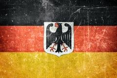Σημαία της Γερμανίας με την κάλυψη των όπλων Στοκ εικόνα με δικαίωμα ελεύθερης χρήσης