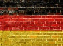Σημαία της Γερμανίας σε έναν παλαιό τουβλότοιχο Στοκ Φωτογραφία
