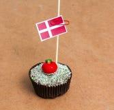 Σημαία της Δανίας σε ένα cupcake Στοκ εικόνες με δικαίωμα ελεύθερης χρήσης
