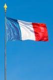 Σημαία της Δημοκρατίας της Γαλλίας με τον πόλο, κάθετο πλαίσιο Στοκ Εικόνα