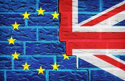 Σημαία της Ευρωπαϊκής Ένωσης και της Μεγάλης Βρετανίας Brexit στο σπασμένο τοίχο Ψηφοφορία για την έννοια εξόδων στοκ φωτογραφία με δικαίωμα ελεύθερης χρήσης