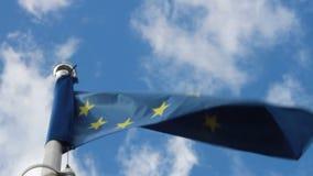 Σημαία της Ευρωπαϊκής Ένωσης στον αέρα απόθεμα βίντεο