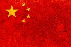 Σημαία της Κίνας στο σκουριασμένο φύλλο χάλυβα συμβολικός του έθνους της Κίνας χρησιμοποιημένος Ιστός ταπετσαριών ανασκοπήσεων αν στοκ εικόνες με δικαίωμα ελεύθερης χρήσης
