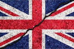 Σημαία της Μεγάλης Βρετανίας, γνωστή ως Union Jack, που χρωματίζεται στο ραγισμένο τοίχο ελεύθερη απεικόνιση δικαιώματος