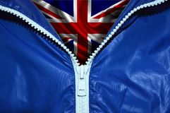 Σημαία της Μεγάλης Βρετανίας κάτω από το ανοιγμένο φερμουάρ Στοκ φωτογραφία με δικαίωμα ελεύθερης χρήσης