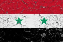 Σημαία της Συρίας που χρωματίζεται στο ραγισμένο βρώμικο τοίχο Εθνικό σχέδιο στην εκλεκτής ποιότητας επιφάνεια ύφους ελεύθερη απεικόνιση δικαιώματος