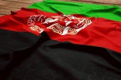 Σημαία του Αφγανιστάν σε ένα ξύλινο υπόβαθρο γραφείων Τοπ άποψη σημαιών μεταξιού αφγανική στοκ εικόνες με δικαίωμα ελεύθερης χρήσης