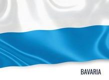 Σημαία του γερμανικού κράτους Βαυαρία που κυματίζει σε ένα απομονωμένο άσπρο υπόβαθρο Στοκ φωτογραφίες με δικαίωμα ελεύθερης χρήσης