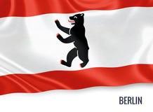 Σημαία του γερμανικού κράτους Βερολίνο που κυματίζει σε ένα απομονωμένο άσπρο υπόβαθρο Στοκ εικόνες με δικαίωμα ελεύθερης χρήσης