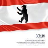 Σημαία του γερμανικού κράτους Βερολίνο που κυματίζει σε ένα απομονωμένο άσπρο υπόβαθρο Κρατικό όνομα και η περιοχή κειμένων για τ Στοκ εικόνα με δικαίωμα ελεύθερης χρήσης
