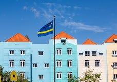 Σημαία του Κουρασάο από τα μπλε κτήρια Στοκ Φωτογραφίες