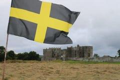 Σημαία του ST Δαβίδ ι μέτωπο του ουαλλέζικου κάστρου Στοκ εικόνα με δικαίωμα ελεύθερης χρήσης