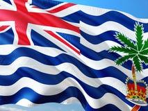 Σημαία των Βρετανικών Εδαφών Ινδικού Ωκεανού που κυματίζει στον αέρα ενάντια στο βαθύ μπλε ουρανό Υψηλός - ποιοτικό ύφασμα στοκ φωτογραφία με δικαίωμα ελεύθερης χρήσης