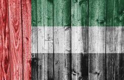 Σημαία των Ηνωμένων Αραβικών Εμιράτων στο ξεπερασμένο ξύλο Στοκ εικόνα με δικαίωμα ελεύθερης χρήσης