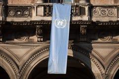 Σημαία των Ηνωμένων Εθνών στο Μιλάνο, Λομβαρδία, Ιταλία Στοκ Φωτογραφία