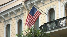 Σημαία των Ηνωμένων Πολιτειών της Αμερικής που κυματίζουν στον αέρα απόθεμα βίντεο