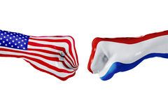 Σημαία των ΗΠΑ και των Κάτω Χωρών Πάλη έννοιας, επιχειρησιακός ανταγωνισμός, σύγκρουση ή αθλητικά θεάματα στοκ εικόνες με δικαίωμα ελεύθερης χρήσης