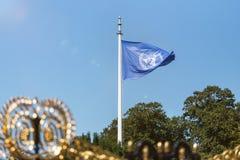 Σημαία των Η.Ε μπροστά από το παλάτι Χάγη Κάτω Χώρες ελευθερίας Διεθνών Δικαστηρίων Στοκ Εικόνες