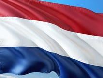 Σημαία των Κάτω Χωρών που κυματίζουν στον αέρα ενάντια στο βαθύ μπλε ουρανό r στοκ εικόνες