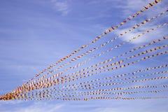 Σημαίες εορτασμού στο σχοινί Στοκ φωτογραφία με δικαίωμα ελεύθερης χρήσης