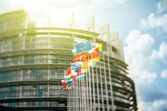 Σημαίες μπροστά από το Ευρωπαϊκό Κοινοβούλιο Στοκ φωτογραφίες με δικαίωμα ελεύθερης χρήσης