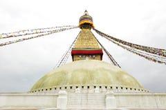 Σημαίες προσευχής και η κύρια λάρνακα του Swayambhunath Stupa Στοκ φωτογραφίες με δικαίωμα ελεύθερης χρήσης