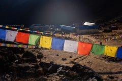 Σημαίες προσευχής και υπόβαθρο στρατόπεδων βάσεων Annapurna, Νεπάλ Στοκ εικόνα με δικαίωμα ελεύθερης χρήσης
