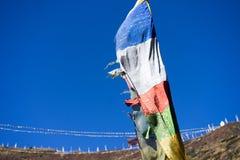 Σημαίες προσευχής στα βουνά του Ιμαλαίαυ, περιοχή Annapurna, του Νεπάλ Στοκ Εικόνες